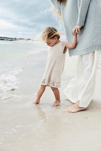 Strick-Set Sandnes Lochmuster Kinderkleid Gr. für 2 Jahr