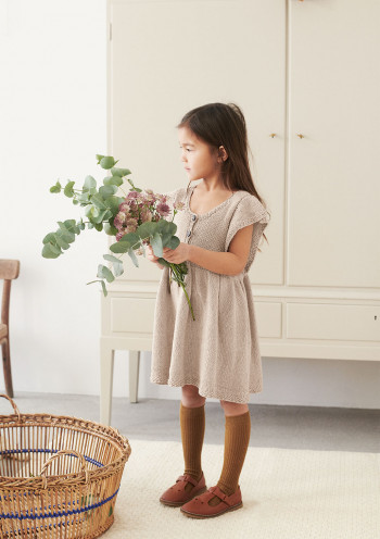 Strick-Set Sandnes Garn Lola Kleid Line 2106 Gr. 3 - 6 Monate
