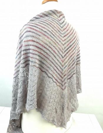 Strick-Set Gestreiftes Tuch mit Lacekante aus Silkpaca von Malabrigo